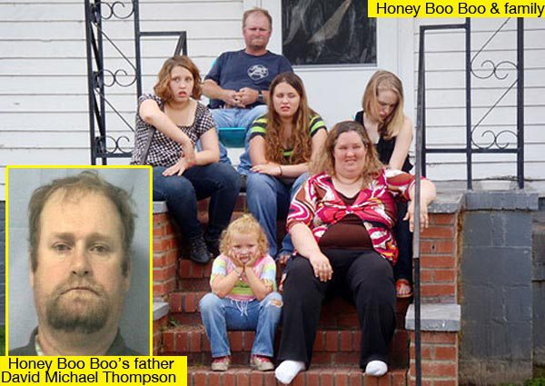 "Mike ""Sugar Bear"" Thompson, Alana ""Honey Boo Boo"" Thompson's biological father and convicted criminal/thief, sitting with Shannon and her daughters."