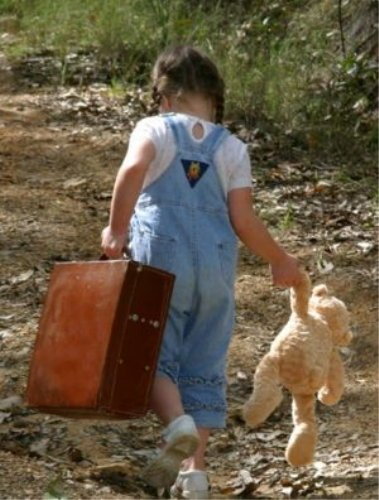girl-with-suitcase1